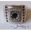 Серебряное кольцо-печатка с черными и белыми камнями