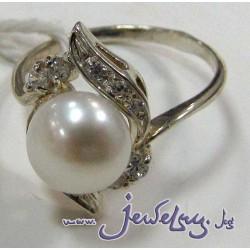 Серебряное кольцо  с жемчугом и цирконами