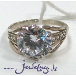 Серебряное кольцо с цирконами.