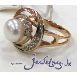 Золотое кольцо с жемчугом и цирконами
