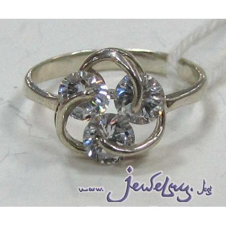 Серебряное кольцо с  тремя цирконами.