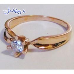 Помолвочное золотое кольцо с цирконом
