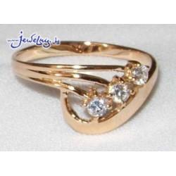 Кольцо золотое с тремя цирконами.